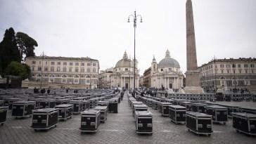 Bauli in piazza a Roma: anche Renato Zero con i lavoratori dello spettacolo
