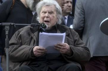 Mikis Theodorakis è morto, fu autore del Sirtaki: il ricordo di Iva Zanicchi (per la quale scrisse 'Un fiume amaro')