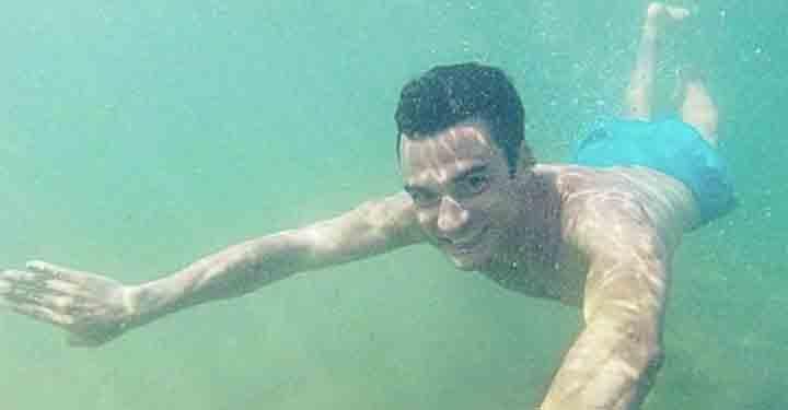 Dani Pedrosa Liburan dengan Berenang