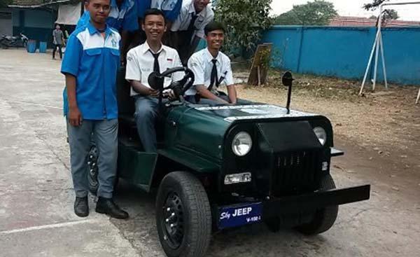 Mobil menggunakan mesin Vixion