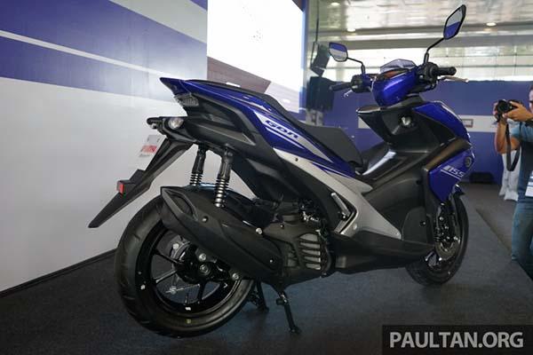Yamaha Aerox 155 dari belakang