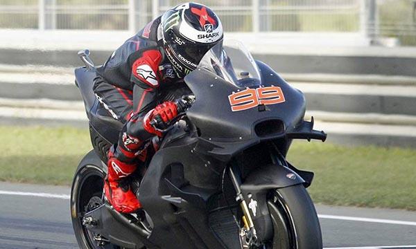 Jorge Lorenzo naik Ducati GP-17 dengan Winglet