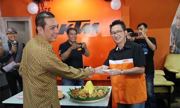 Dealer KTM Ciateul Bandung di buka