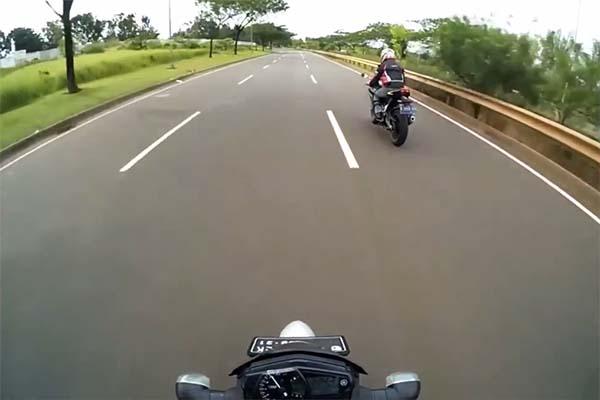 CBR250RR pemenanang adu drag melawan Ninja 250 FI dan Yamaha MT-25