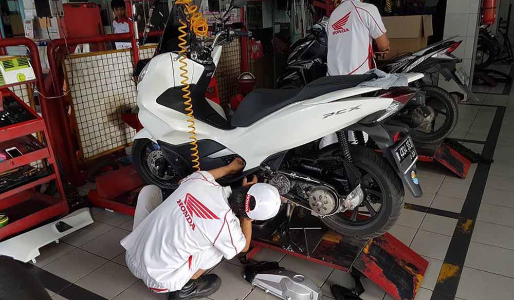 Mekanik AHASS membongkar CVT Honda PCX