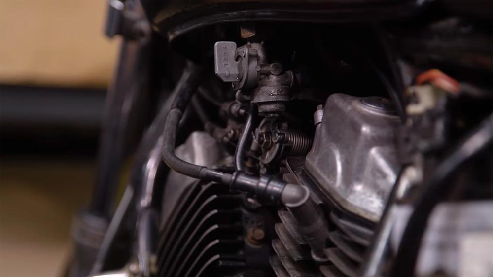 Motor dengan Sistem Pembakaran Karburator