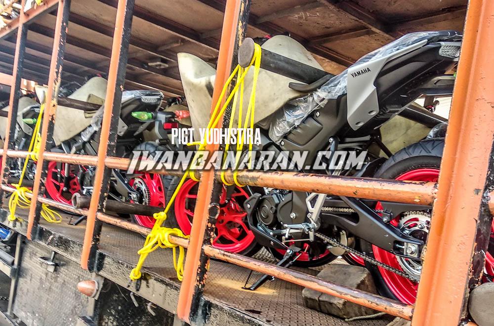 Yamaha MT-15 dikirim ke dealer