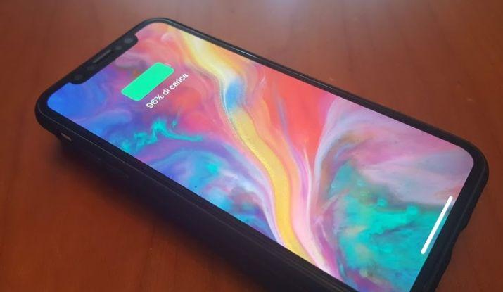iphone-x-in-ricarica-wireless-su-caricatore-con-batteria