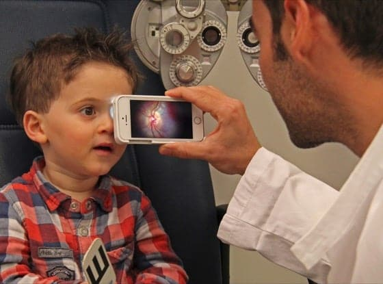 Lente D-EYE sullo Smartphone: Visite Pediatriche