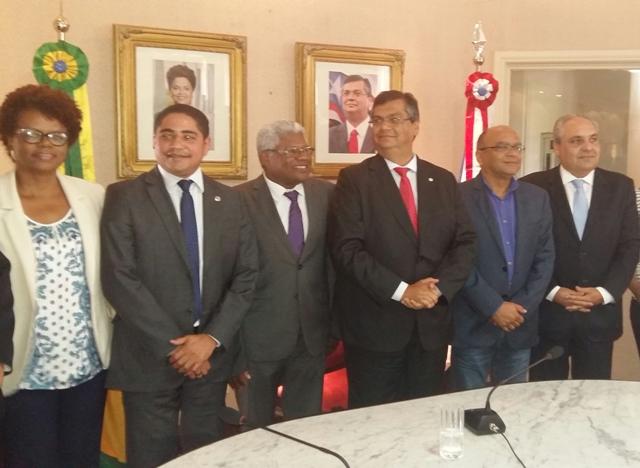 Deputado Zé Inácio com o governado Flávio Dino e secretários de Estado no ato solene no qual a lei de sua autoria foi sancionada