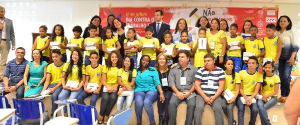 Alunos da rede municipal de ensino foram premiados em concurso sobre trabalho infantil promovido pelo MPT sobre trabalho infantil