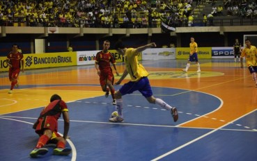 futsal_-_brasil_06_x_01_belgica_no_ginasio_castelinho_2