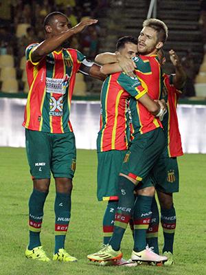 Sampaio e Paraná jogam às 19h15, no Castelão