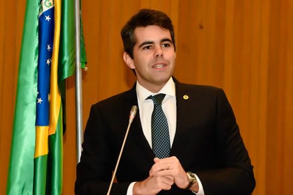 """""""O governo de todos nós virou um governo para poucos"""", declara Adriano Sarney"""