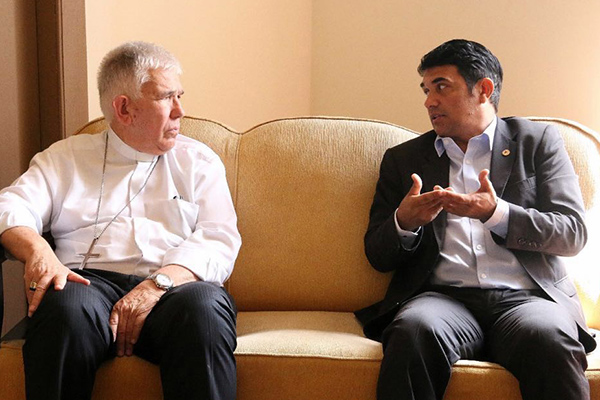 Arcebispo de São Luís Dom Belisário conversa com o deputado estadual Wellington do Curso