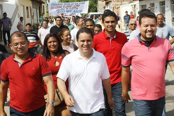 Edivaldo vistoriou os serviços entregues à população percorrendo mais de 30 ruas do bairro
