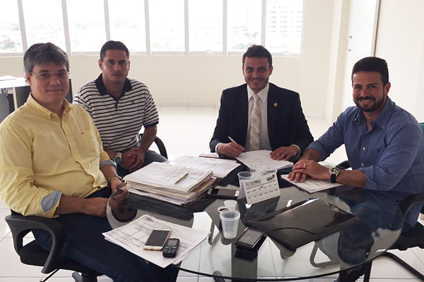 Secretário Neto Evangelista com o prefeito Gil Cutrim e o deputado Glalbert Cutrim