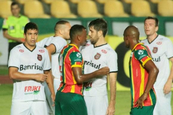 Sampaio e Brasil de Pelotas empatam por 1 a 1, no Estádio Castelão pelo Campeonato Brasileiro Série B