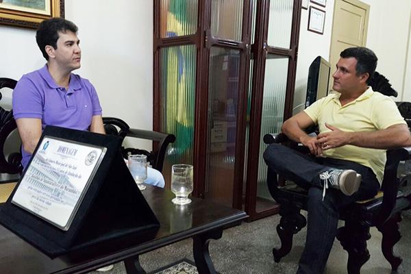Eduardo Braide em visita ao Tenente-Coronel Azevedo, comandante do 24° BIL.