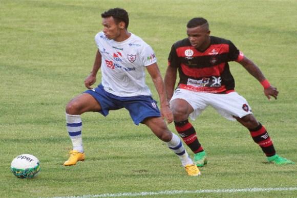 Volante Felipe Dias se recupera de cotusão e é dúvida para jogo de domingo no Pará