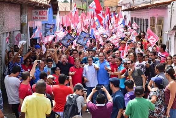Edivaldo Hojanda Junior participa de caminhada ao lado do presidente do PDT, Carlos Lupi