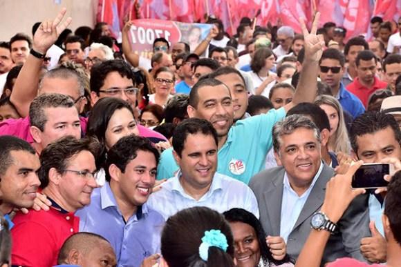 """Candidato diz de que Osmar Filho usa seguranças para """"grudar"""" em Edivaldo"""
