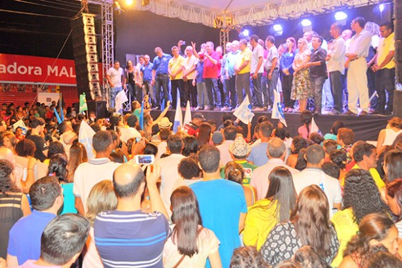 População vibra no primeiro comício em apoio a Luis Fernando em São José de Ribamar