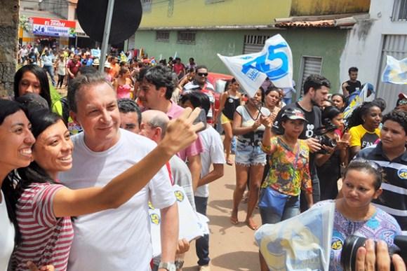 Luis Fernando visita mais de 20 bairros e conversa diretamente com o cidadão