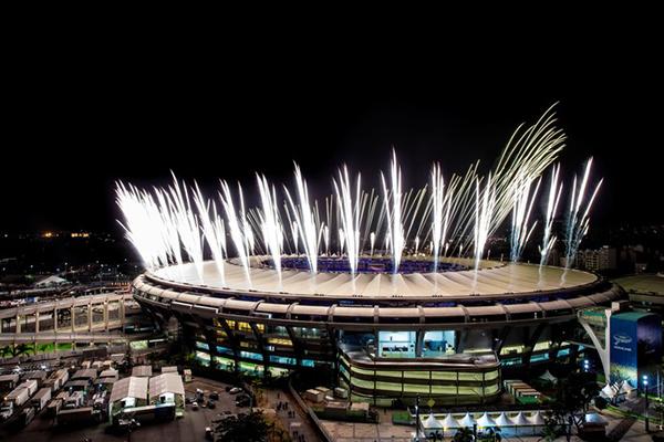 Fogos no ensaio cerimônia de abertura no estádio do Maracanã, no último domingo