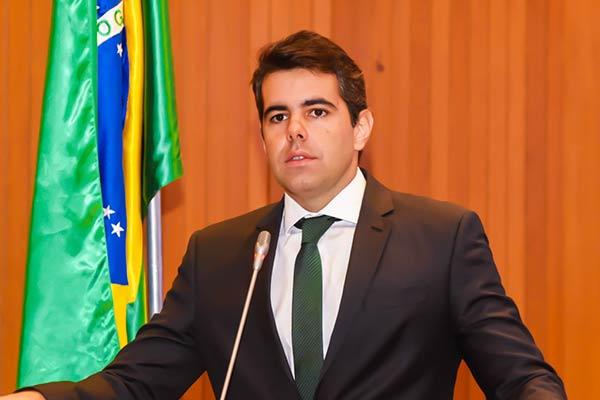 Deputado Adriano Sarney aponta contradição nos investimentos do BNDES