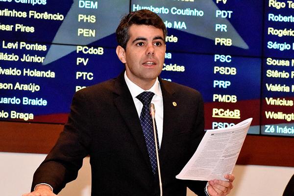 Governo Flávio Dino prejudica o Enem, afirma o deputado Adriano Sarney (PV)