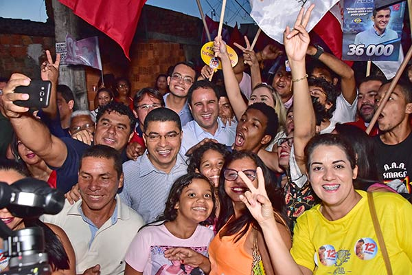 """Pela terceira vez em dez dias os moradores da Cidade Operária receberam, na tarde desta terça-feira (06), a caminhada """"Todos com Edivaldo""""."""