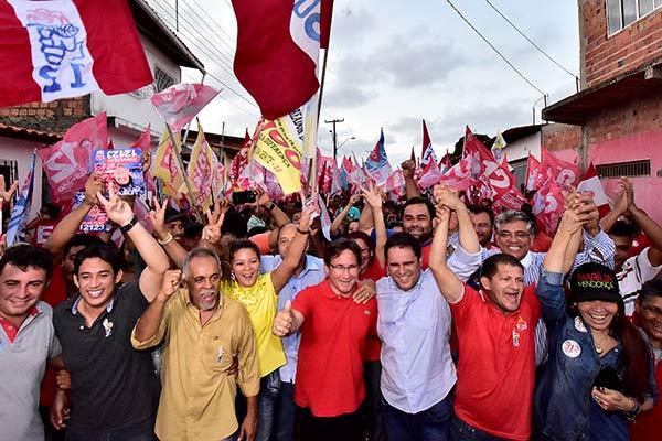 Moradores do Residencial Paraíso caminham com Edivaldo rumo à reeleição