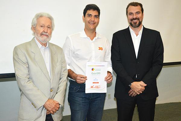 Candidato Eduardo Braide firma compromisso com Cidades Sustentáveis