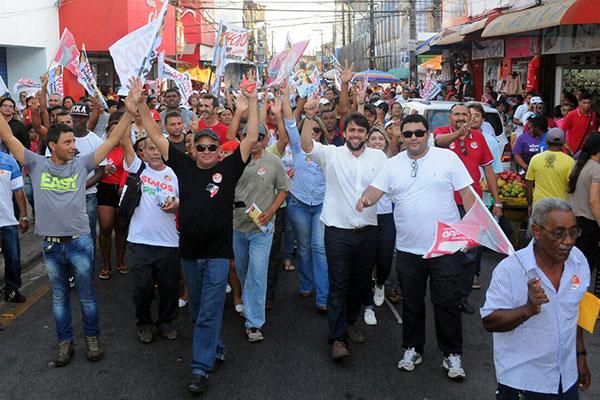 Pedro Lucas Fernandes participa de Caminhada com os Amidos do 14000 na Rua Grande, no Centro
