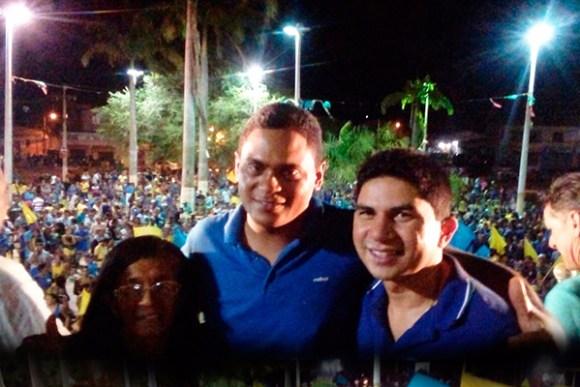 Candidato Zequinha Amaral com o prefeito Beto Pixuta durante comício em Matinha