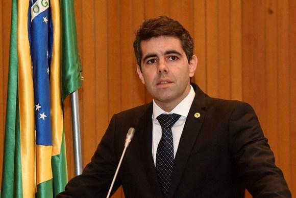 Deputado Adriano Sarney consegue adiar votação de empréstimo da Caixa