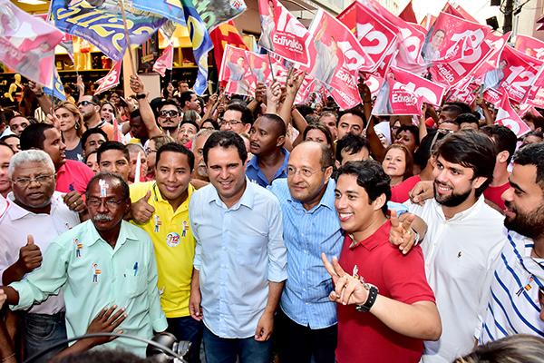 Edivaldo inicia campanha do segundo turno com caminhada na Rua Grande