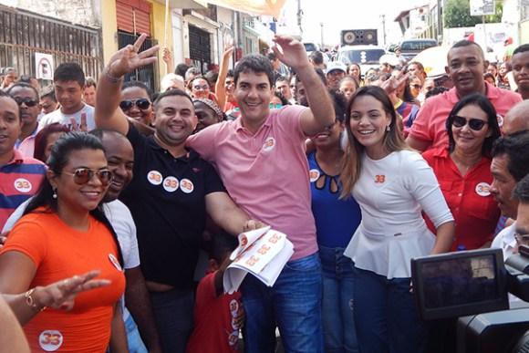 Candidato Eduardo Braide faz caminhada na Ilhinha e recebe apoio da comunidade