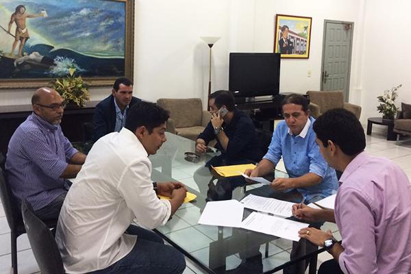 Prefeito Fábio gentil e o vice Paulo Marinho Jr. participam da transição em Caxias