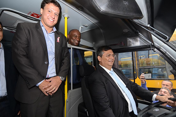 Governo entrega ônibus escolares a 44 municípios maranhenses