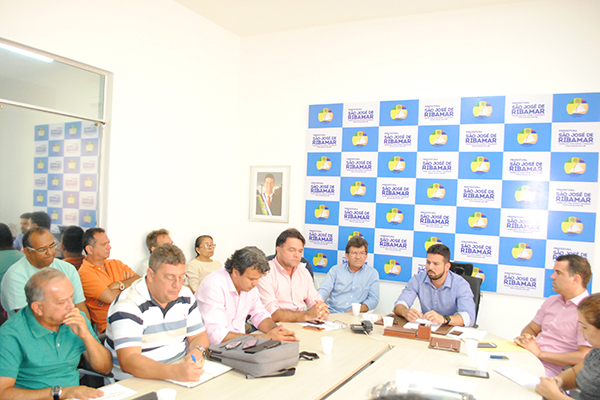 Prefeito Gil Cutrim reúne secretariado e autoriza processo de transição municipal