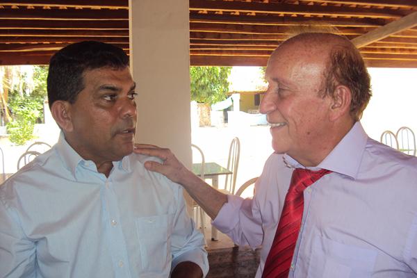 Ex-prefeito Manin Leal com o prefeito afastado Sebastião Moreira, de Santa Quitéria