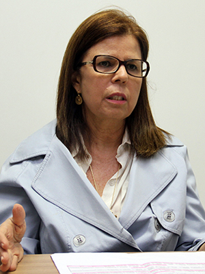 Secretária de Saúde Helena Duailibe