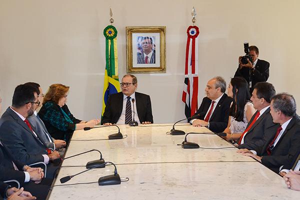 Presidente da Assembleia, Humberto Coutinho assume interinamente o Governo do Estado