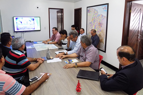 Senador Roberto Rocha apresenta anteprojeto Diques da Baixada para Fórum