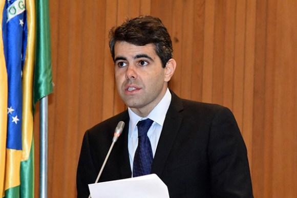 Adriano cobra explicações do Governo sobre novo empréstimo
