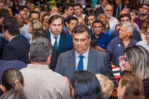 Governador Flávio Dino chegou ao velório acompanhado do presidente da Cãmara dos Deputados Rodrigo Maia