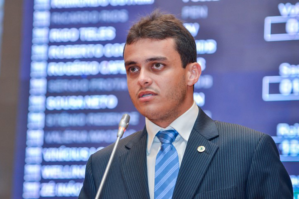 Glalbert Cutrim pede viaturas policiais para os municípios de Arari e Apicum-Açu