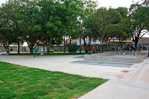 Prefeitura de São Luís avança na construção da praça dos Ipês, no Angelim